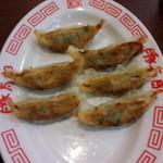 豚太郎 - 餃子 一個食べちゃいました スミマセン