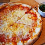 小粋 - 【熟成モッツァレラとトマト味噌のマルゲリータ】 熟成のモッツァレラチーズを使用し、イタリア産トマトと白味噌を合わせたソースをベースにした特製ピッツァ。
