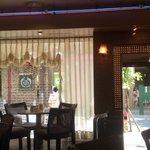 珈琲の青山  三宮西口店 - 落ち着いて綺麗です。