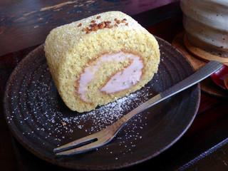 蕎麦処 みかわ - そば粉のロールケーキ・桜餡クリームo(>◡<)o