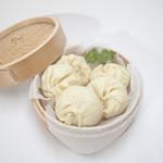 朋榮 - ジューシーな肉汁と湯葉入り 肉汁豚まん 1個300円