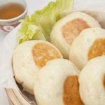 朋榮 - 豚まんを新しい食感で味わえる 焼き豚まん 1個250円