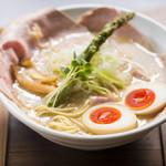 麺69 チキンヒーロー - 鶏極濃(味玉 & チャーシュープラス)