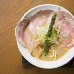 麺69 チキンヒーロー - 鶏極濃(チャーシュープラス)