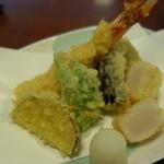 芳とも庵 - 海老、帆立、野菜の天ぷら