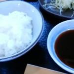 とんかつ 喜楽 - ご飯とソース