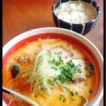 48955972 - 『塩タンタン麺』¥780  『ライス』¥120                       で¥900☆