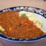 ハングリー - メインはオムライス、トマトソースの掛かる、ケチャップライスで、卵はトロトロ!文句なしです