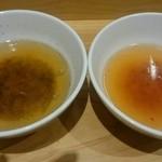 東京焼きそば - 黒焼きそばのスープ・赤焼きそばのスープ。