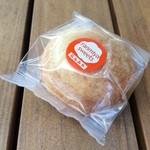 48965705 - 宮崎名物のチーズまんじゅう。「生みたて卵」にこだわった同店のチーズまんじゅうはひと味違います(*´-`*)