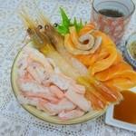 48966876 - 3色定番丼(サーモン、ボタンエビ、カニ)(アップ1)