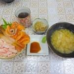 48966878 - 3色定番丼(サーモン、ボタンエビ、カニ)