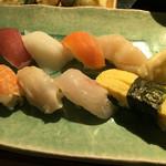 贔屓屋 - 寿司8貫
