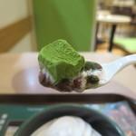 ファーストキッチン - 抹茶わらび餅リフトアップ