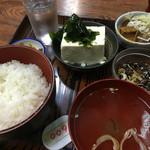 赤坂あべちゃん - 冷やヤッコ定食(600円)