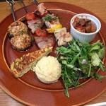 ブロシェット - 左から野菜つくね、手作りベーコン&トマト、丹波地鶏ブロシェット