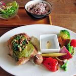 ダブルドアーズ - 季節野菜プレートwith若鶏のグリルグリーンソース