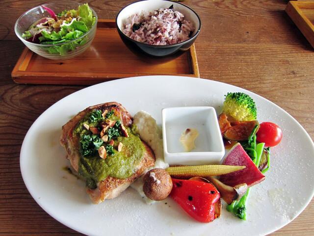 ダブルドアーズ 七里ヶ浜店 - 季節野菜プレートwith若鶏のグリルグリーンソース