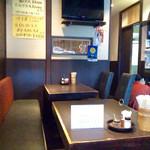 きはらし - 店内風景。基本は寿司屋だが、昼間からジャズが低音を効かせて流れている。