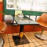 ダイヤ - 2名掛けテーブル席