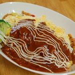 Cafe でぃっしゅ - ごろごろチキンのオムライス 特製ケチャップライスに専用オーロラソース。ガッツリ感Goo! ノーマル800Yen