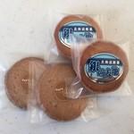 48980138 - クッキー、1枚100円。銀の大地、1個130円です。