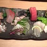 すし・魚処 のへそ - 刺し盛り(博多以外に、北海道産、静岡産等)