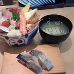 48983436 - ランチ海鮮丼と〆さばで1069円(税込)