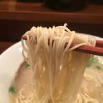 48984435 - 麺箸あげ
