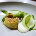 エルバ ダ ナカヒガシ - 仔羊とペコリーノチーズのラザーニャ       ペコリーノチーズの泡  アスパラと、そら豆