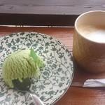プエブロ - ココナッツラテ+50円とピスタチオアイス+200円