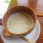 オステリア ウチェッロ - ゴボウのポタージュスープ +150円 塩気は極控えめで素材の美味しさを味わいます。