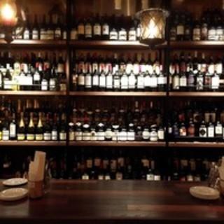世界各国のワインが350種以上!グラスワインも常時18種!