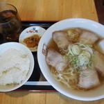 喜多方ラーメン 坂内 - 料理写真:喜多方ラーメン ¥650→390-