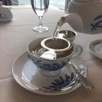 サロン・ド・テ ロザージュ - 紅茶は、ポットサービスでした!