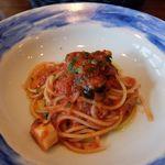 48997675 - スパゲッティ 尾鷲産タコ ケッパー オリーブオイルのトマトソース