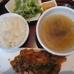 炭火釜焼き豚 ぽど - 豚バラ肉と野菜のコチュジャン炒め 850円