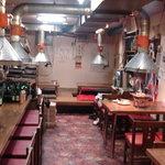コサリ - 韓国の居酒屋をイメージした店内