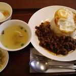 49001473 - ランチ:牛肉のバジル炒めかけご飯、スープ、サラダ、デザート