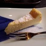 石釜いおり - デザートのメインの「チーズケーキ」です。食べやすいものです。