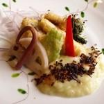 石釜いおり - 「鰆と筍と蕾菜の天ぷら」です。春キャベツのソースで頂きます。