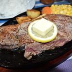 山中湖畔のステーキ酒場 - 1ポンドの肉