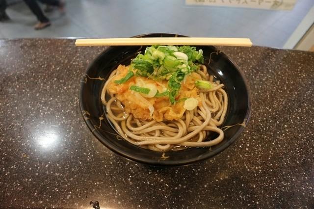 今庄そば 福井駅構内 - 太くてやわらかい麺。 でも、旨い!