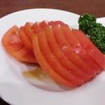 49016397 - 冷やしトマト300円1切れ食べちゃってから