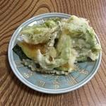 大使館 - チキンソテー定食(山菜の天ぷら)