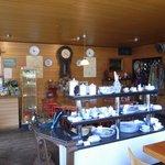 4902745 - イタリアの食器が売られている店内。