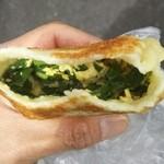 チャイナ点心工房 - ニラ玉子のお焼きの中身