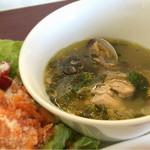 49023404 - 【注目】チキンとアサリのミント風味スープ