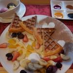 ムーフルカフェ シュエット ラパン - Fresh Fruit&Fruit1/2 ワッフル・オ・フリュイ 950円