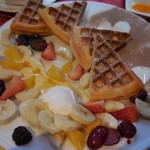 Chouette de Lapin - Fresh Fruit&Fruit1/2 ワッフル・オ・フリュイ 950円